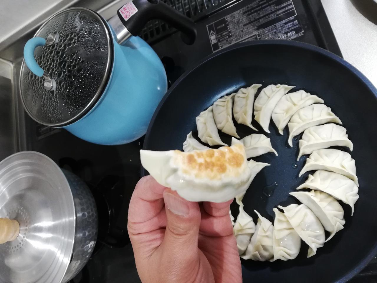 餃子に焼き色を付ける