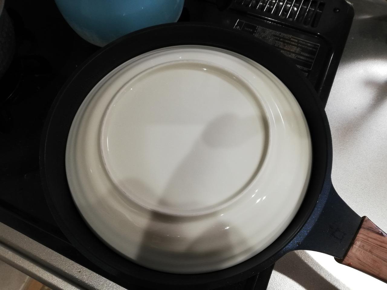 餃子をお皿に
