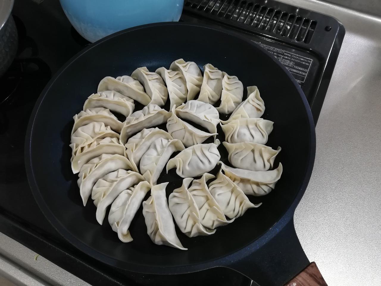 冷凍餃子を並べたところ