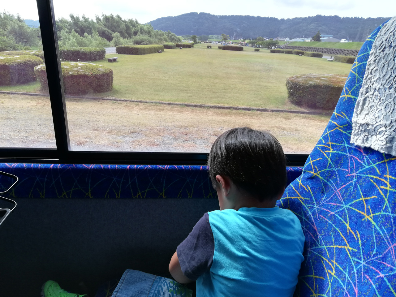 初めてバスに乗る長男