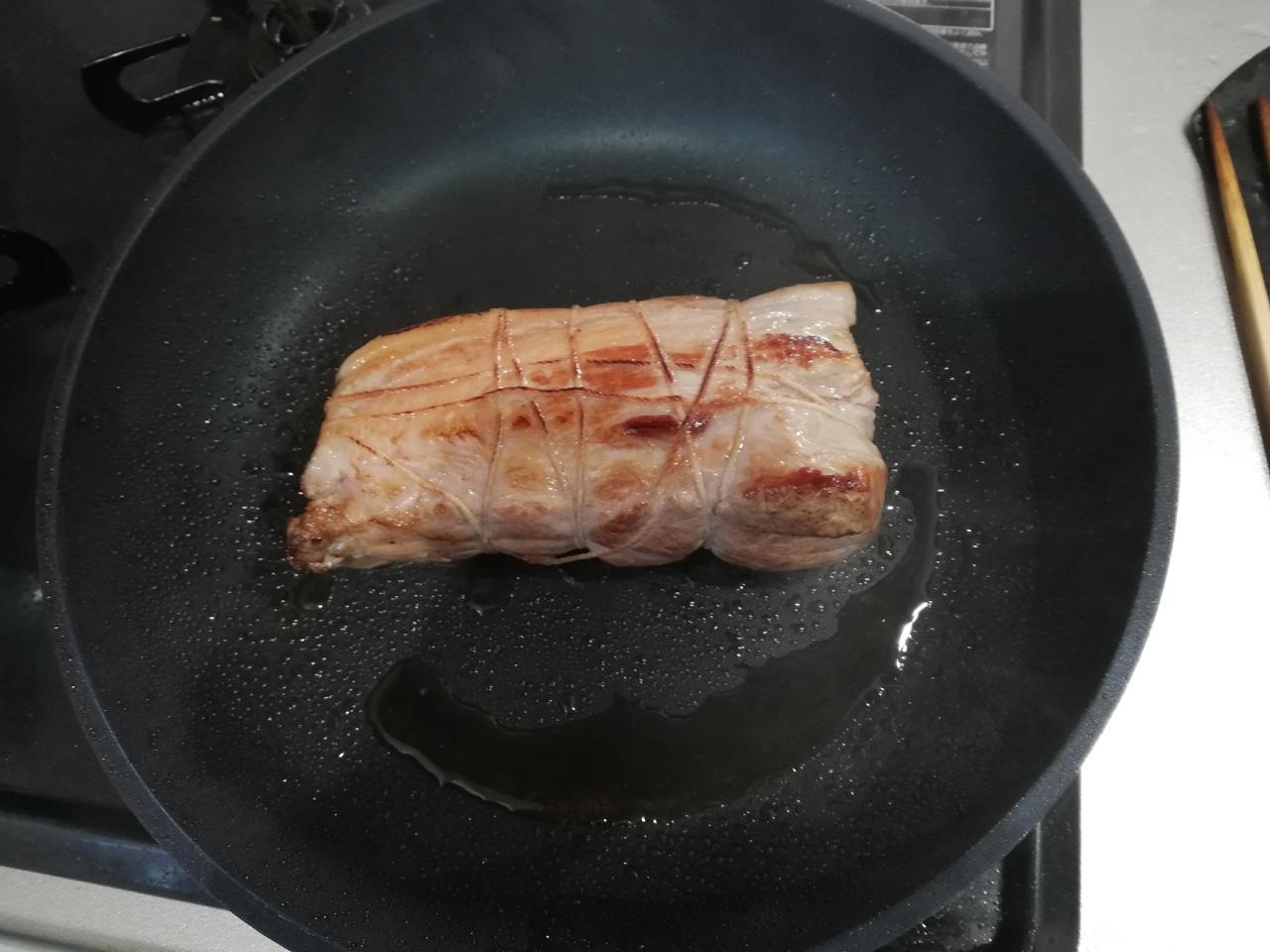 焼きあがったブロック肉