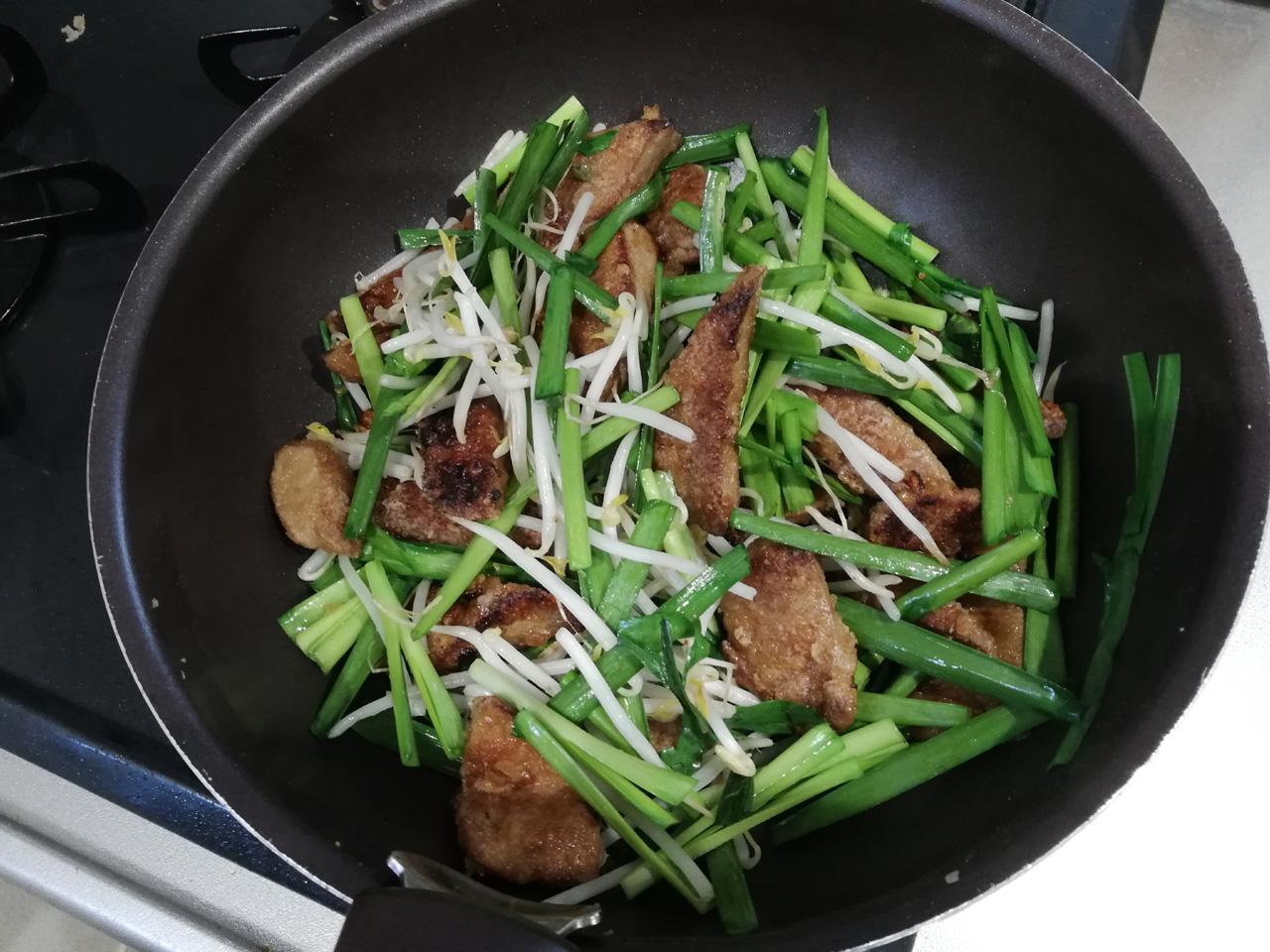炒めた野菜とレバー